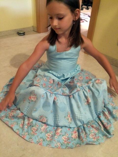 Kleid-ausgebreitetet