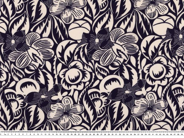 viskose druck blumen lila wei 140cm gemustert viskose bekleidungsstoffe stoffe. Black Bedroom Furniture Sets. Home Design Ideas
